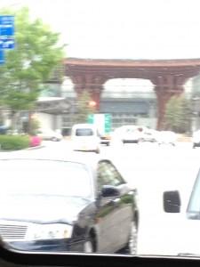 金沢駅を周遊バスから撮影