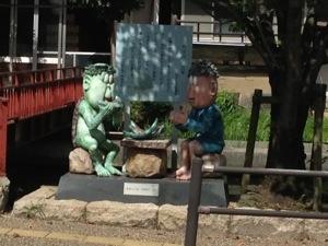 カッパと子供のオブジェ