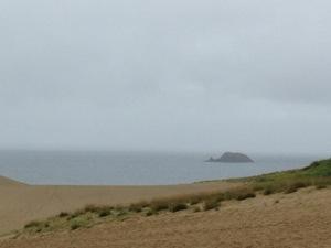鳥取砂丘の沖に小島発見
