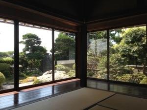 室内からの庭園