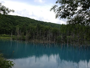 北海道の「青い池」
